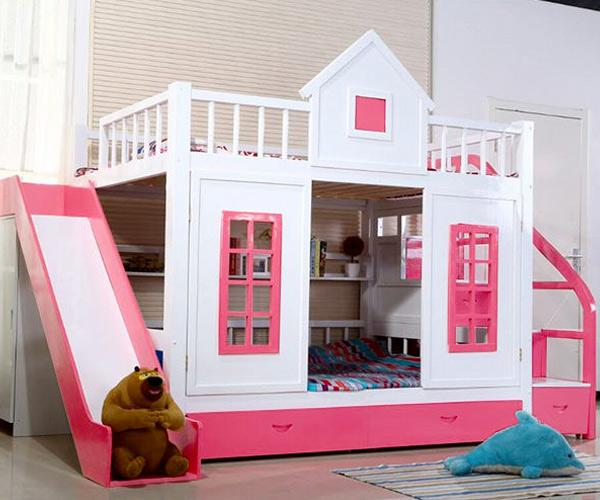 Màu trắng kết hợp với màu hồng tạo nên sự nổi bật cho chiếc giường