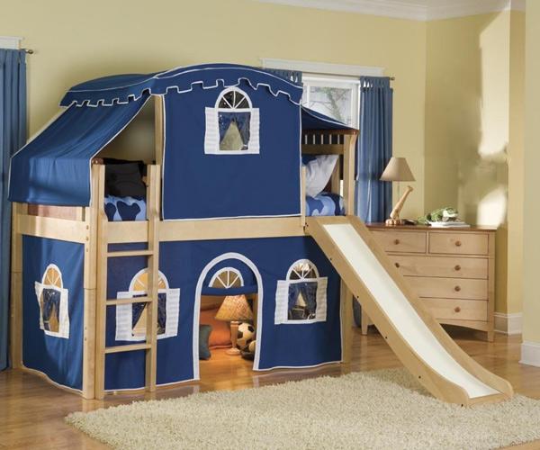 Giường tầng cho bé trai có gam màu xanh nổi bật