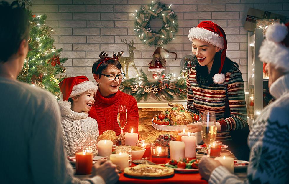 Những bữa tiệc ấm áp sẽ thêm phần hoàn hảo khi có những câu chúc Giáng sinh ngắn gọn, ý nghĩa gửi tới cha mẹ, anh chị em...