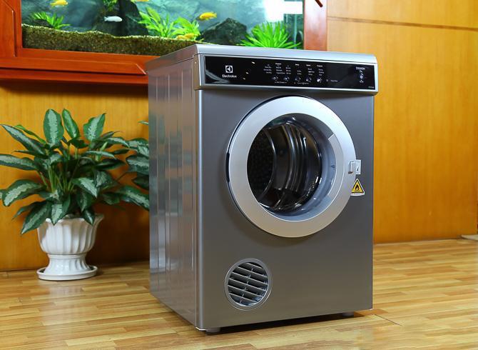 Đa số các loại máy sấy quần áo đều có hình dáng giống như chiếc máy giặt