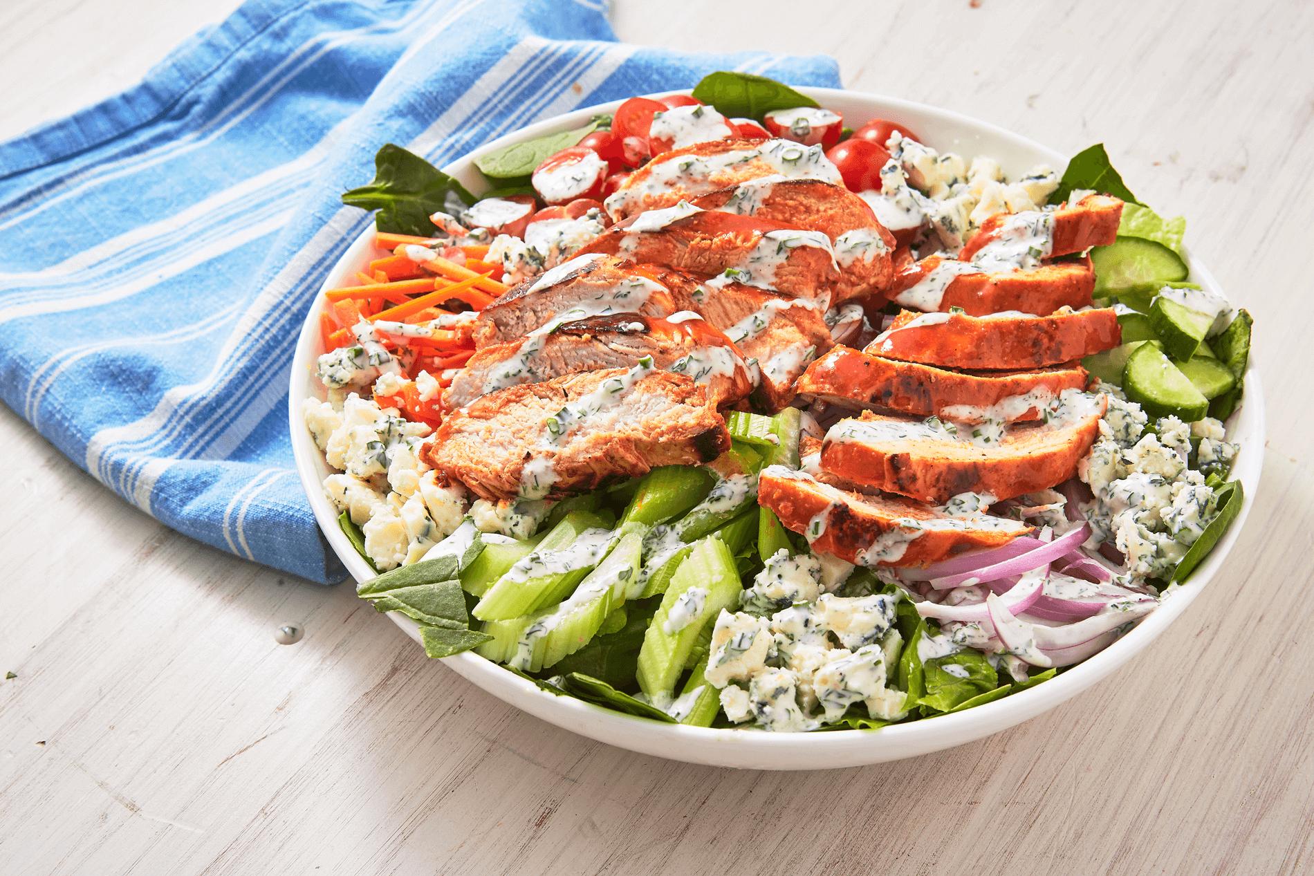 Công thức salad giảm cân với ức gà và sữa chua