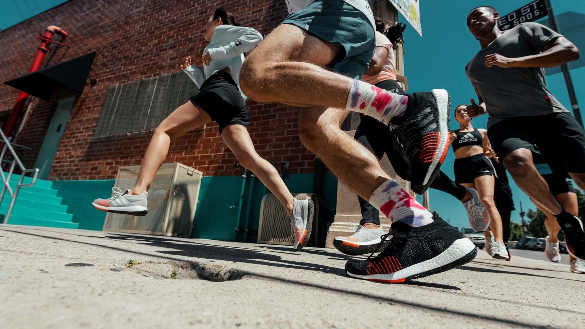Adidas luôn là cái tên thường xuyên được nhắc đến trong các hãng giày nổi tiếng toàn cầu