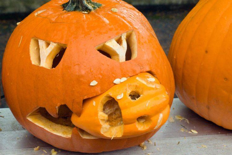 Trang trí hình bí ngô Halloween