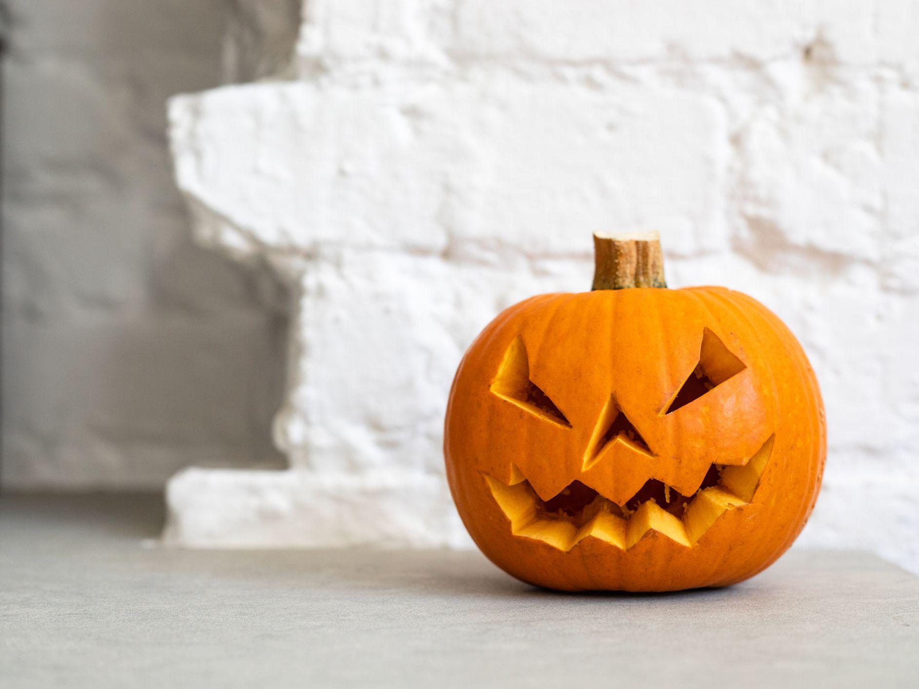 Trang trí quả bí ngô Halloween đẹp