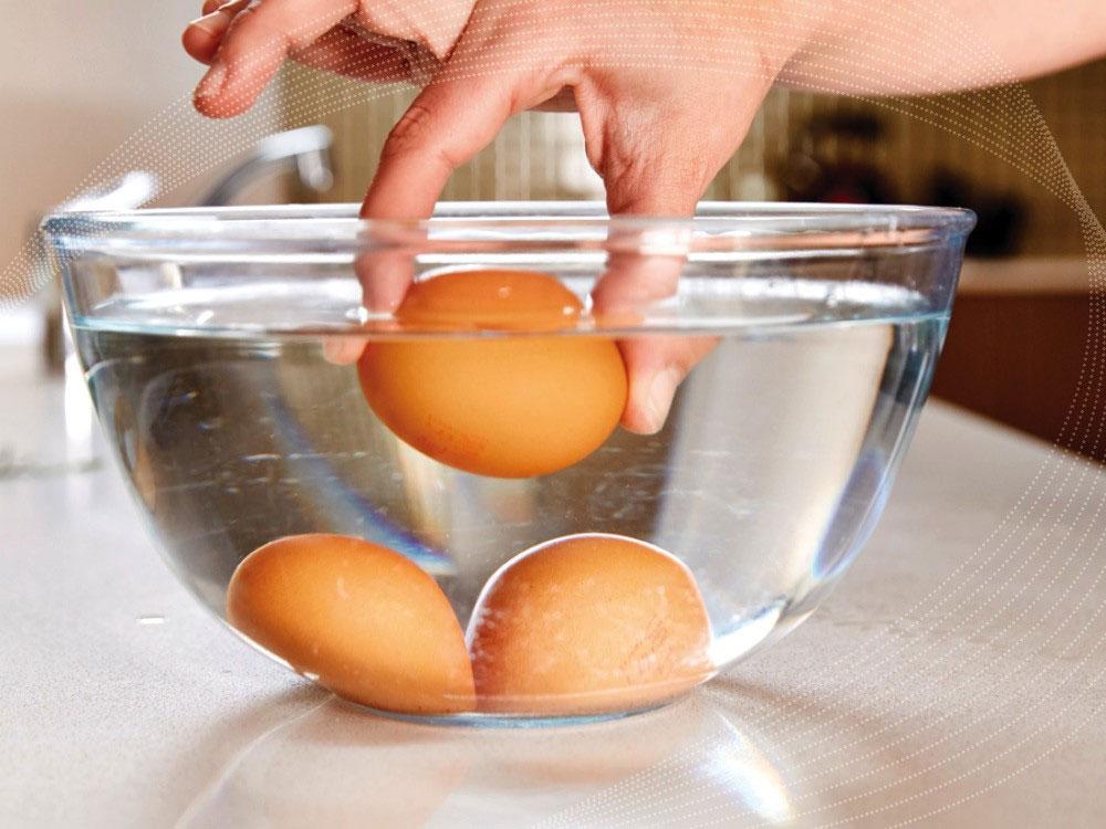 Ngâm trứng trong nước kiềm
