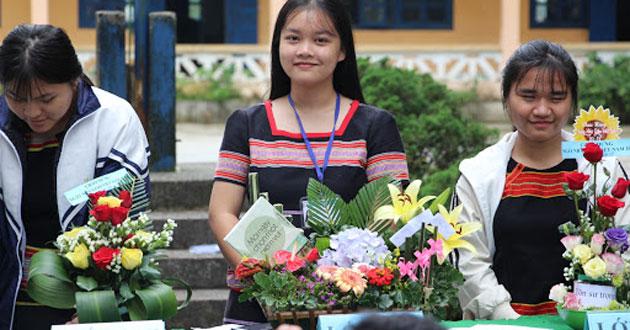 Cắm hoa tri ân thầy cô