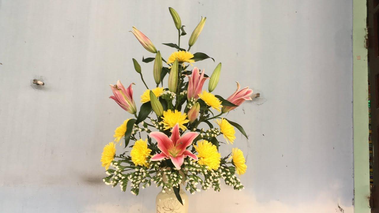 Bình hoa ly đẹp trang trí nhà ngày Tết