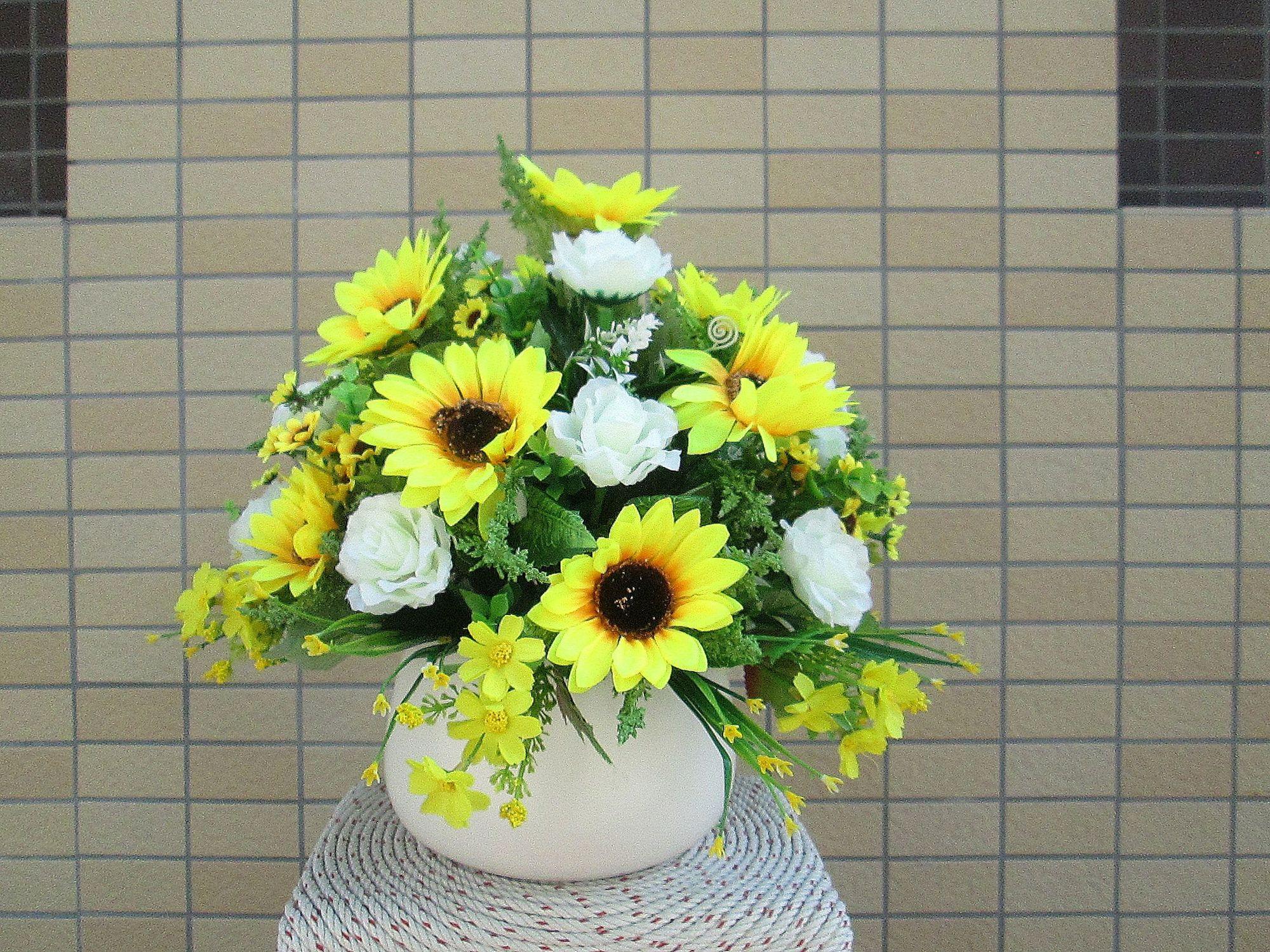 Cắm hoa để bàn ngày Tết