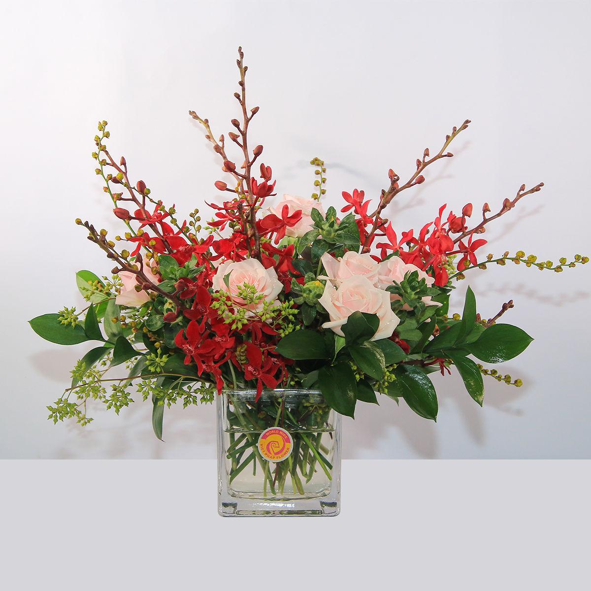 Cắm hoa để bàn ngày Tết đơn giản