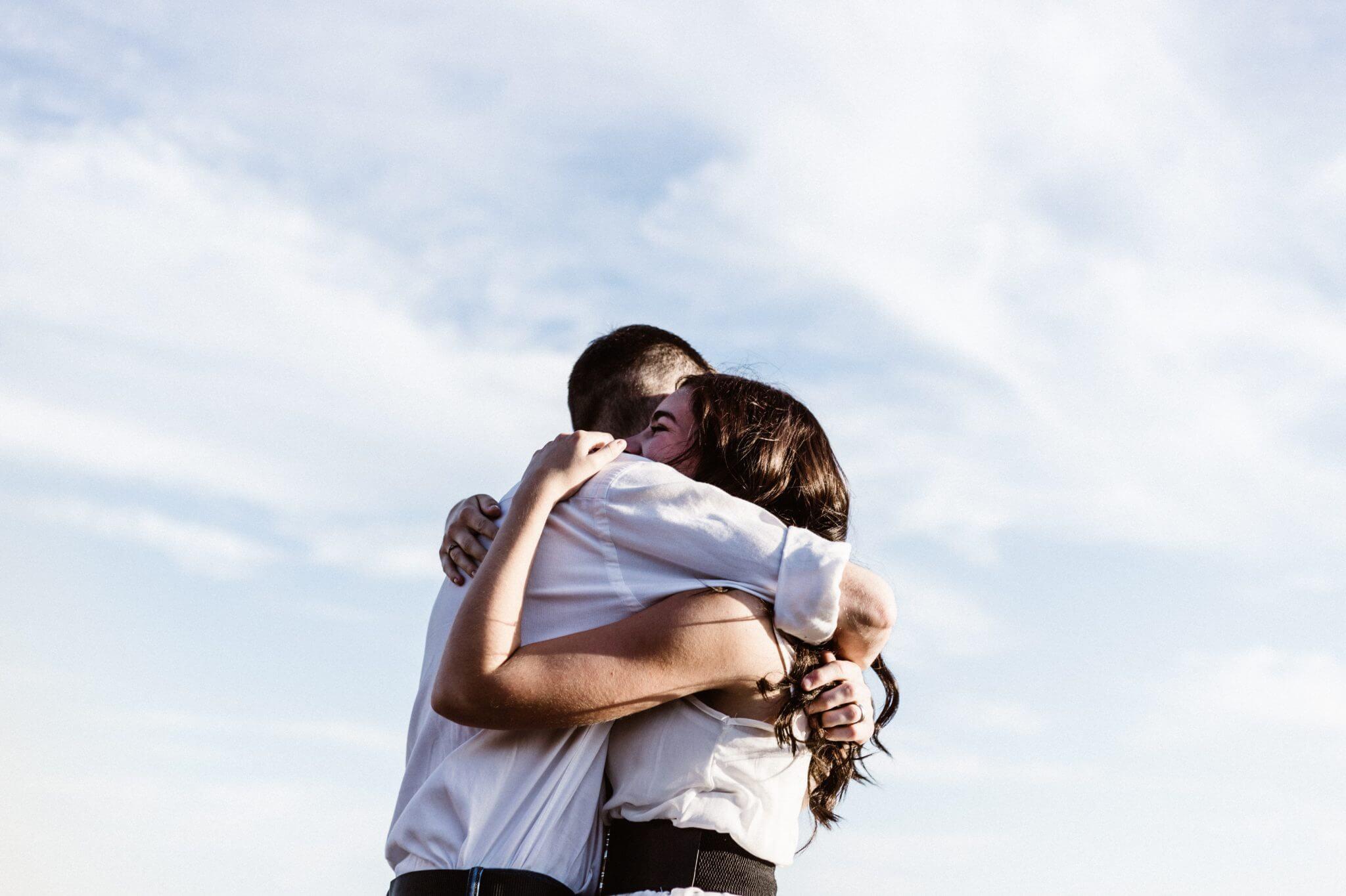 Lời chúc ngày mới cho người yêu bằng những bài thơ lãng mạn