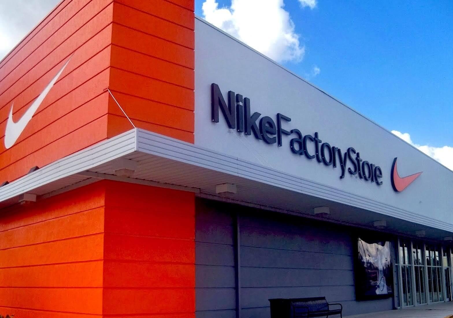 Factory outlet là gì? Factory outlet bán hàng gì?