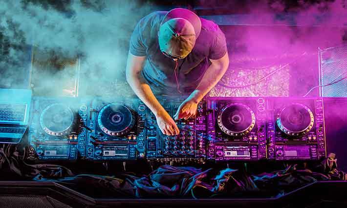 DJ là gì? Nghề DJ là gì?