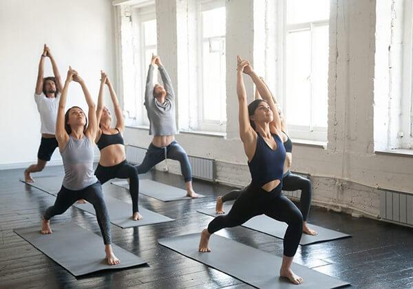 Tập luyện các tư thế hatha yoga thường xuyên giúp giảm cân, giữ dáng và tăng cường sức khỏe