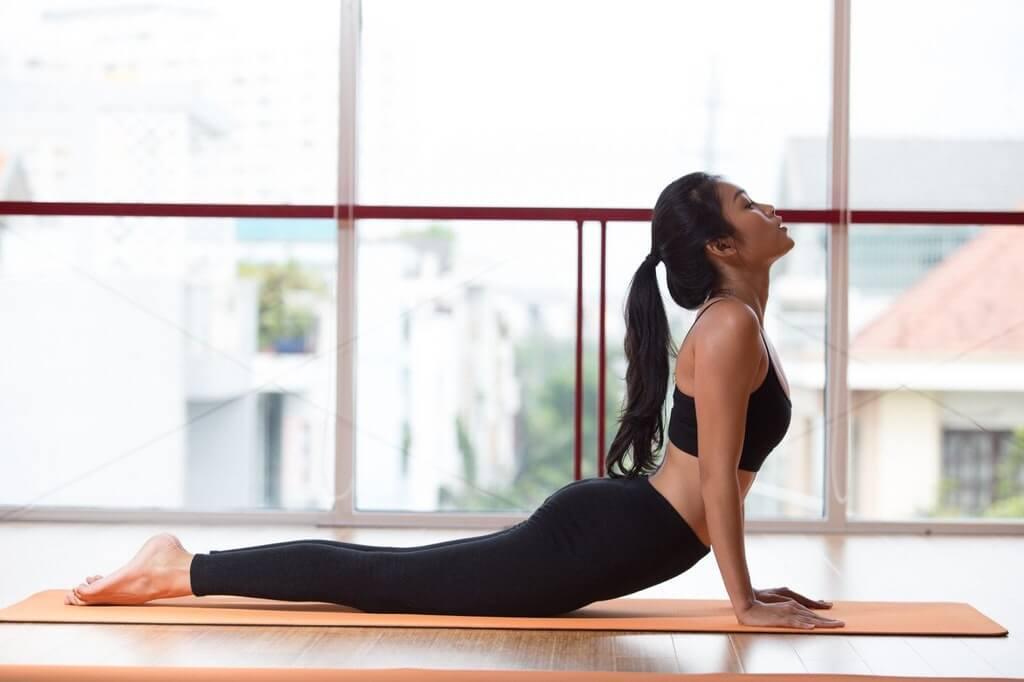Tư thế rắn hổ mang là một trong những bài tập hatha yoga cơ bản quen thuộc