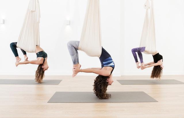 Yoga bay có gì khác so với yoga truyền thống không?