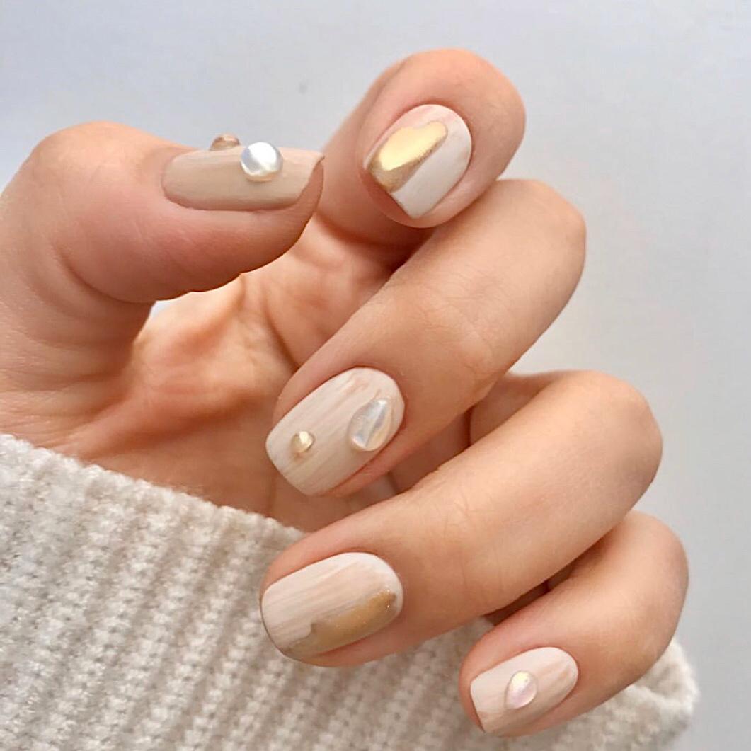 Cách sơn móng tay cô dâu