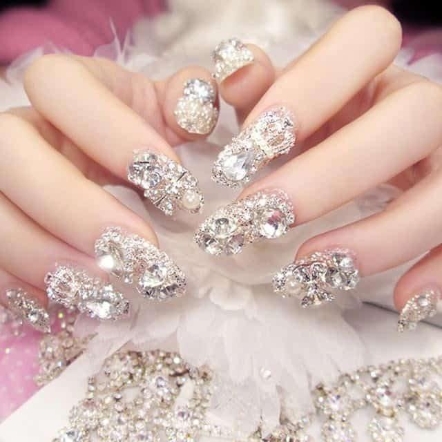 Nail cô dâu đẹp đính đá lấp lánh