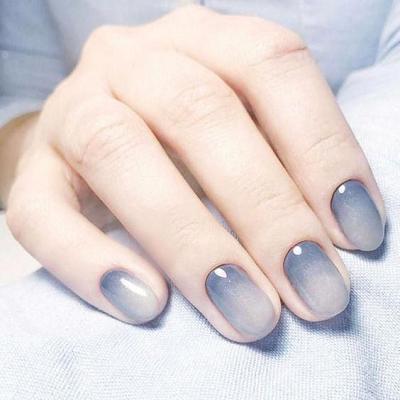 Cô dâu nên sơn móng tay màu gì?