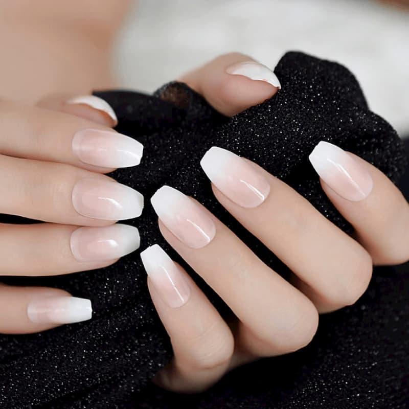 Mẫu nail cô dâu đơn giản