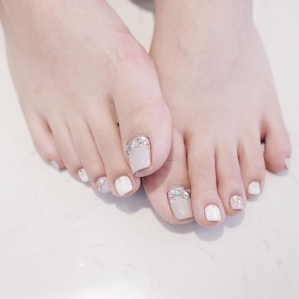 Mẫu móng chân xinh cho cô dâu