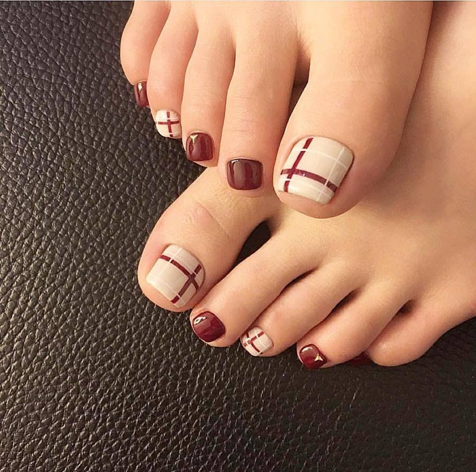 Nail móng chân đơn giản cho cô dâu