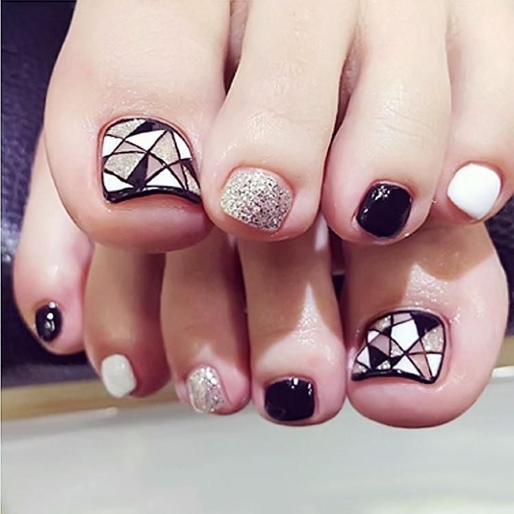 Mẫu nail chân cho cô dâu