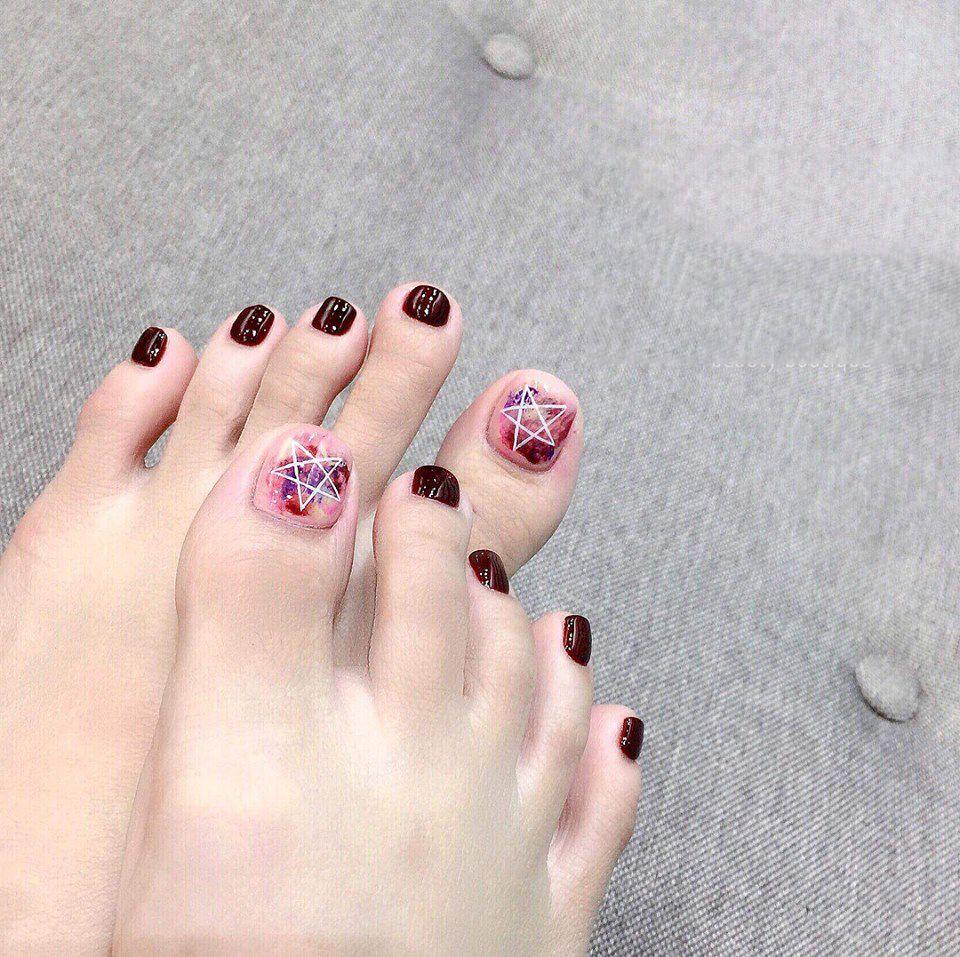 Mẫu móng chân xinh ngày cưới