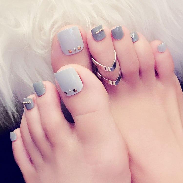 Mẫu nail cho móng chân ngắn