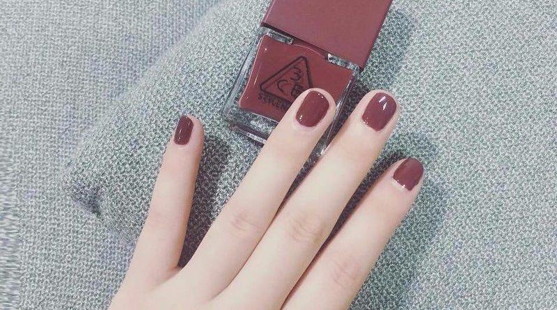 Móng tay ngắn nên sơn màu gì?