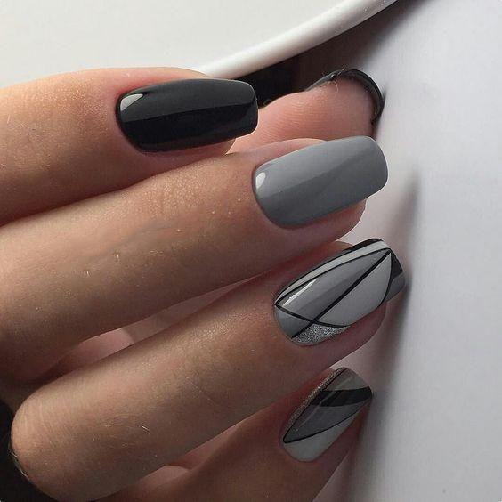 Da ngăm sơn móng tay màu gì?