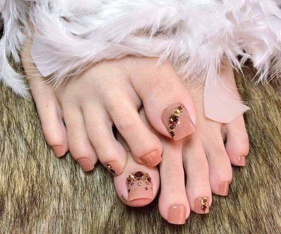 Màu nail móng chân cho da trắng