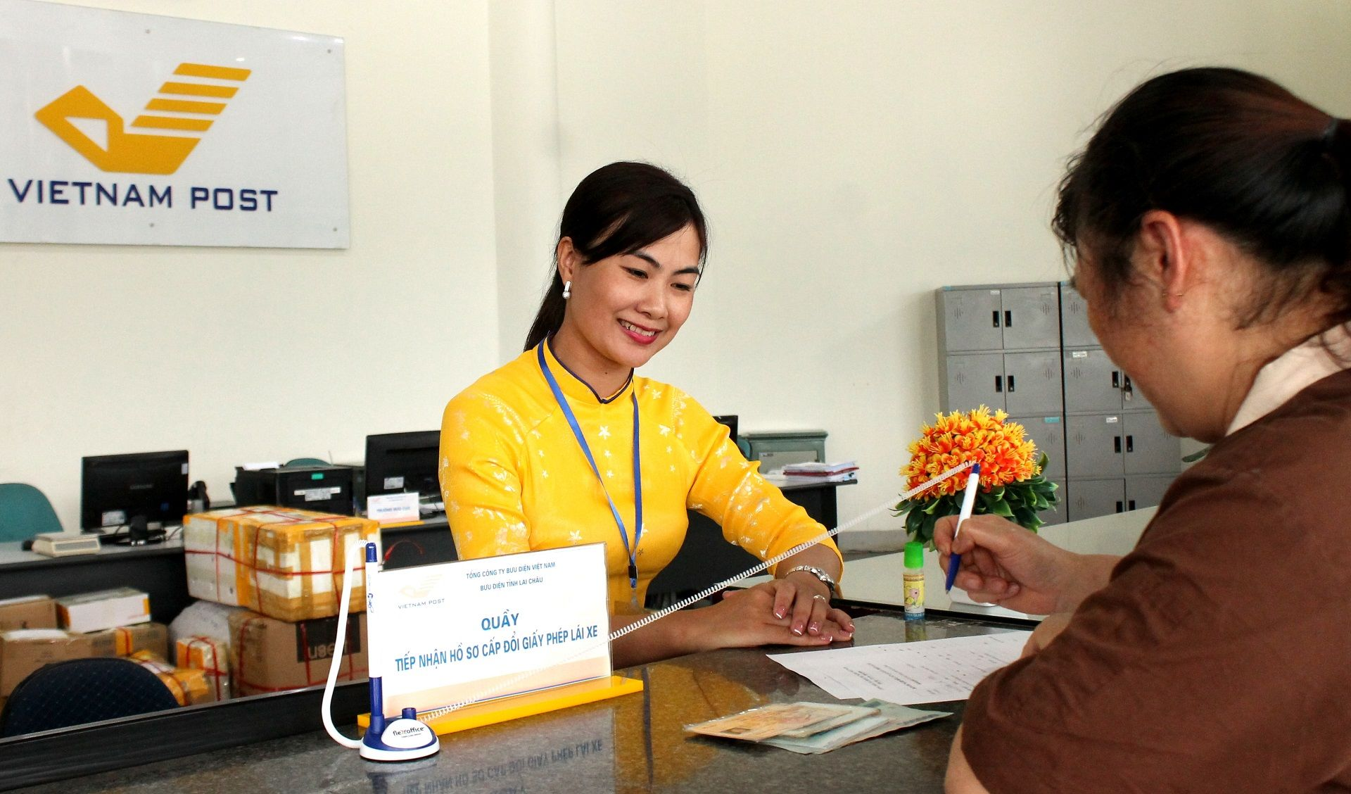 Lịch làm việc của bưu điện là từ mấy giờ đến mấy giờ?