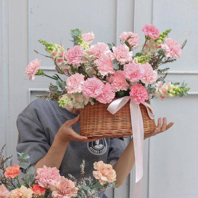 Lẵng hoa cẩm chướng