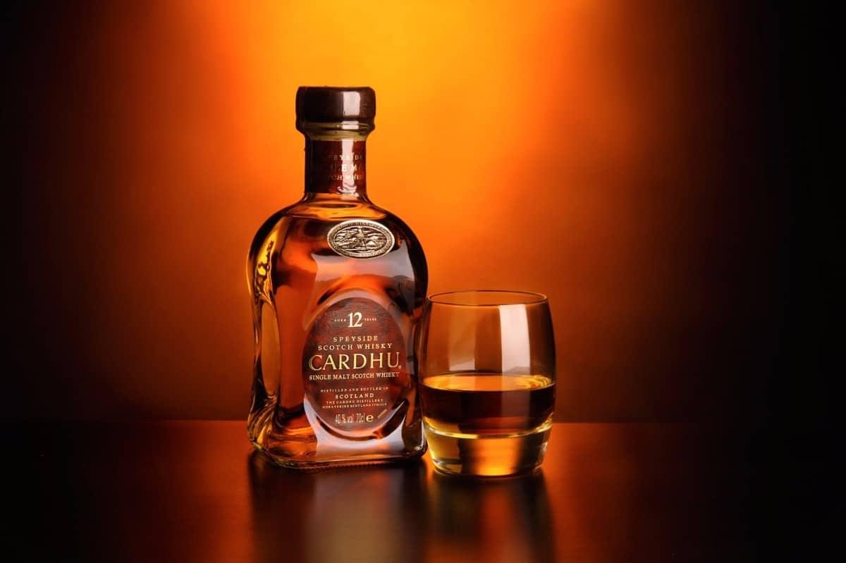 Giá rượu ngoại nhập khẩu Cardhu bao nhiêu?