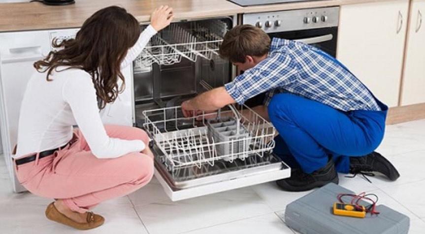 Cần gọi thợ đến sửa chữa máy rửa chén, bát