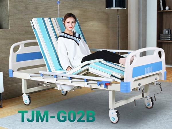Giường bệnh nhân 2 tay quay có bô vệ sinh TJM-G02B