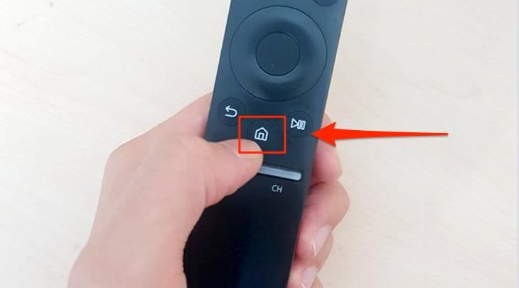 Nhấn vào biểu tượng hình ngôi nhà để đến giao diện chính của tivi