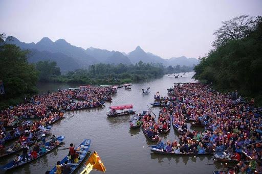 Lễ hội chùa Hương bao gồm phần lễ và phần hội
