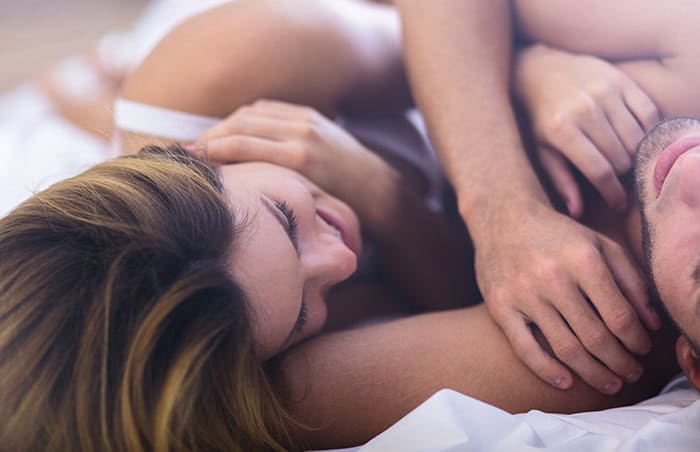 Cạo lông vùng kín trước khi quan hệ để tăng sự lôi cuốn trong chuyện chăn gối.