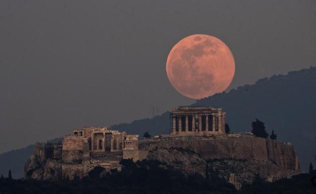 Siêu trăng hồng năm 2020 tại Athens.