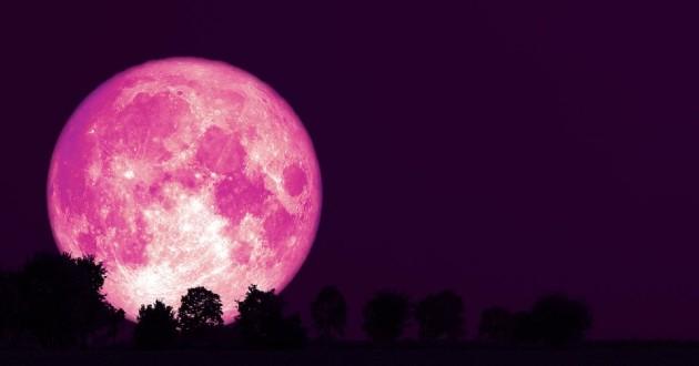 Hiện tượng siêu trăng hồng xảy ra khi trăng tròn tháng 4 nằm ở vị trí trùng hay gần như trùng với cực cận của Mặt Trăng so với Trái Đất.