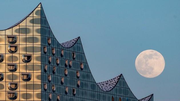 Siêu trăng hồng năm 2020 tại Hamburg.