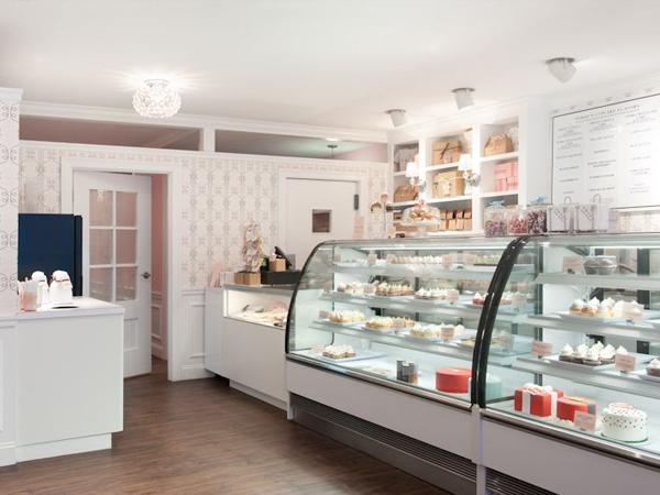 Mua tủ trưng bày bánh kem ở đâu tốt?