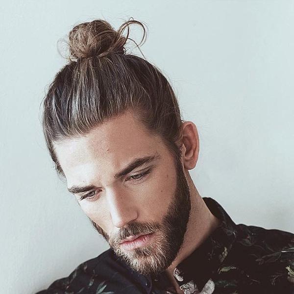 Tóc nam dài buộc búi cao