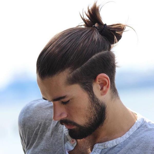 Mẫu tóc nam dài cột đỉnh đầu