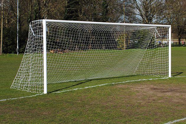 Kích thước khung thành bóng đá tiêu chuẩn là bao nhiêu?