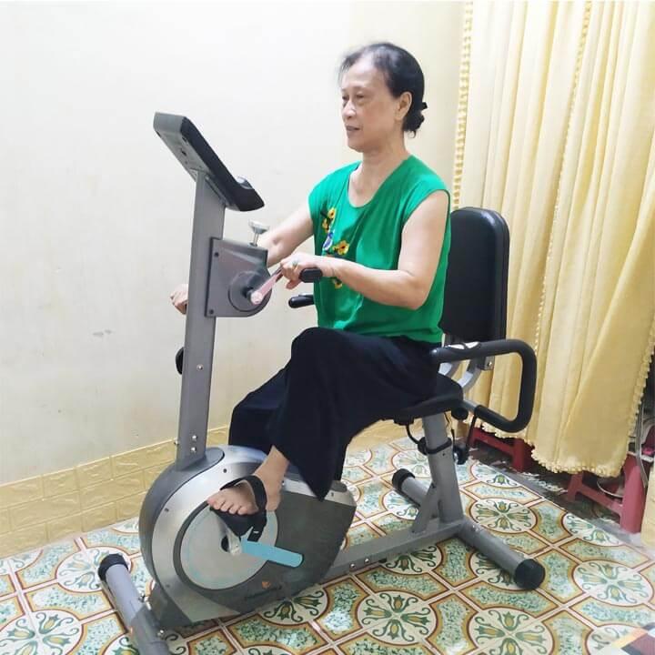 Xe đạp tập phục hồi chức năng tốt cho người già