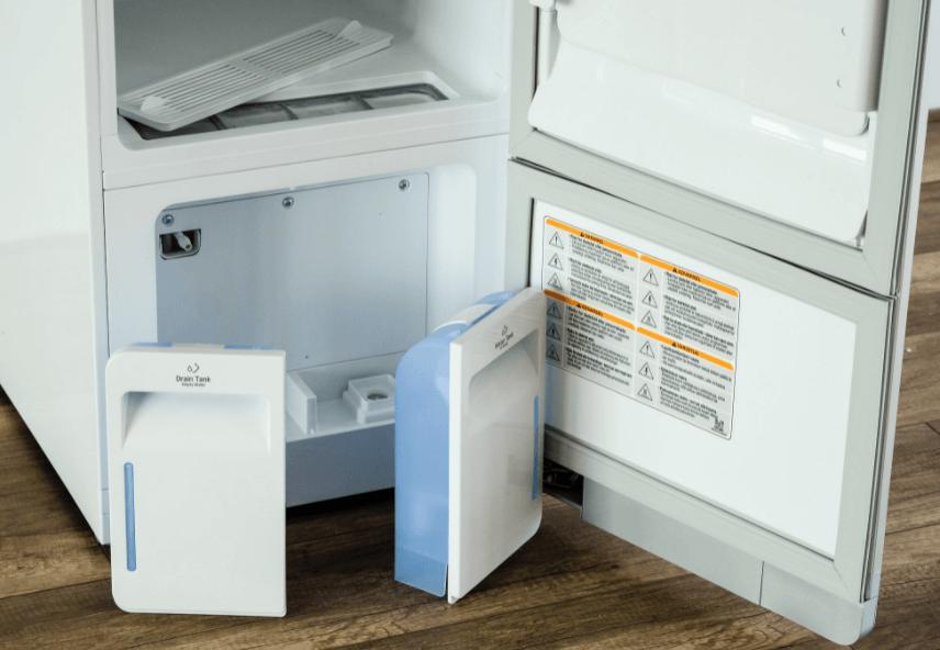 Tủ chăm sóc quần áo thông minh LG S3RF có 2 khay nước nhỏ