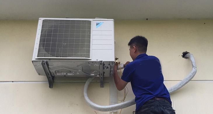 Nguyên nhân và cách khắc phục cục nóng máy lạnh chảy nước