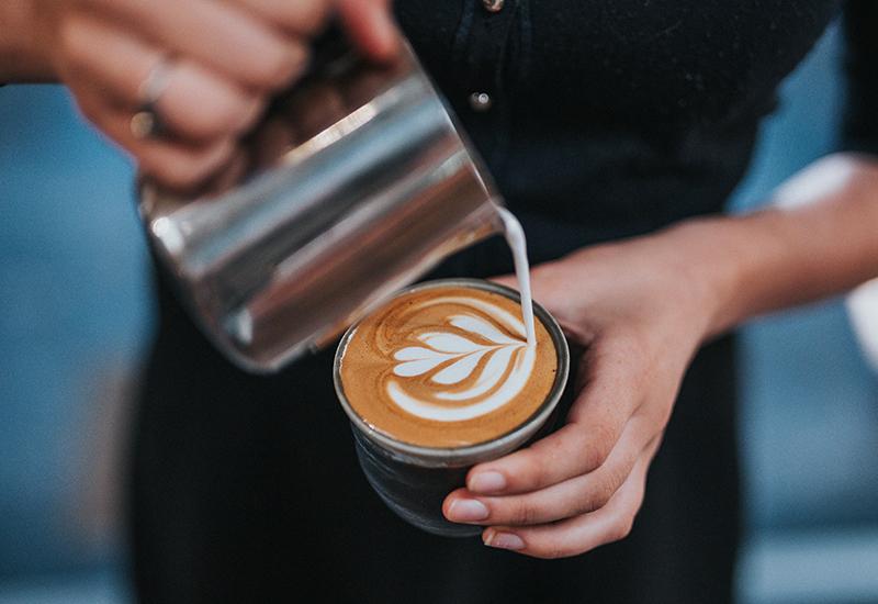 Đánh sữa bằng máy pha cafe
